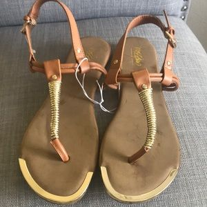 Women's Mossimo brand flat sandals. Size 7.5